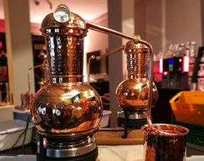 Virtuelle Gin-Brennerei-Führung Online-Seminar Online-Seminar - Verkostung von 5 Sorten Gin & 3 Tonic Water