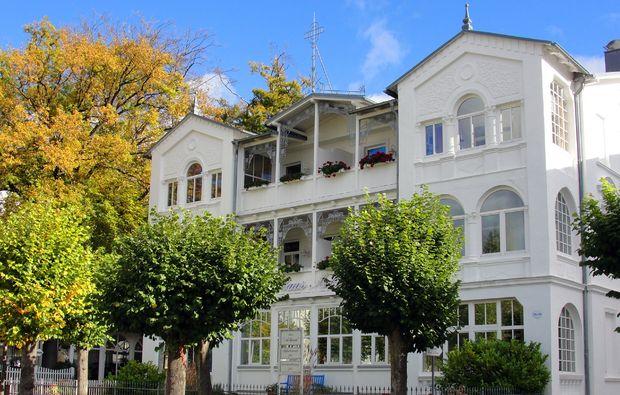 kurzurlaub-am-meer-ostseebad-sellin-hotel