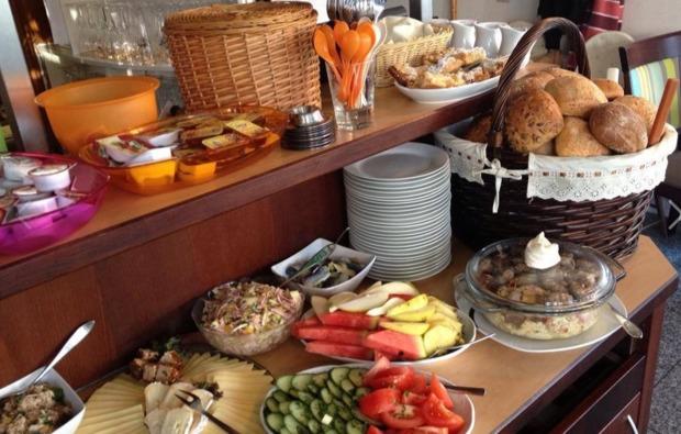kurzurlaub-meer-sellin-fruehstueck