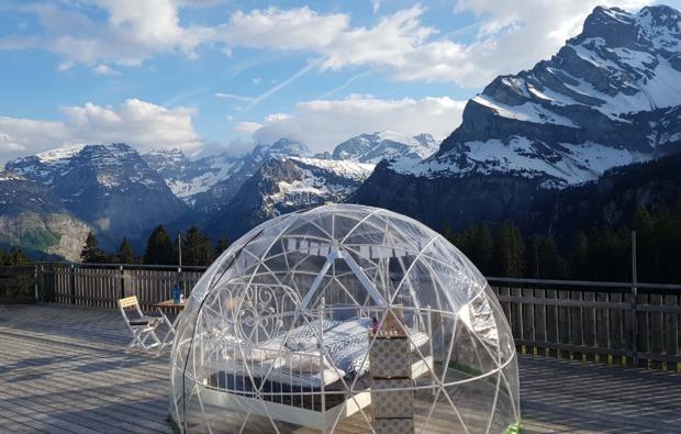 bubble-hotel-uebernachtung-kleinwangen-bett