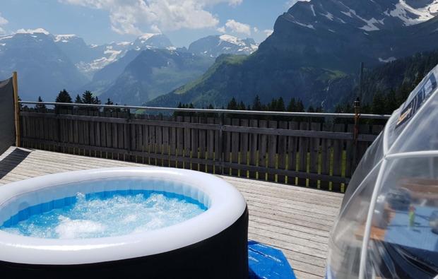 bubble-hotel-uebernachtung-kleinwangen-pool
