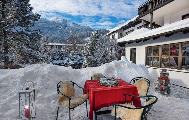 schlemmen-traeumen-bad-hofgastein-terrasse-winter