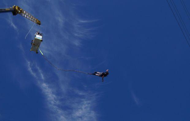 bungee-jumping-recklinghausen-blue-sky