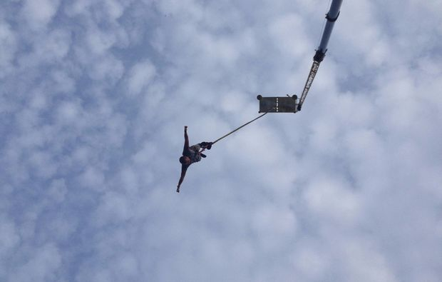 bungee-jumping-recklinghausen-partly-cloudy