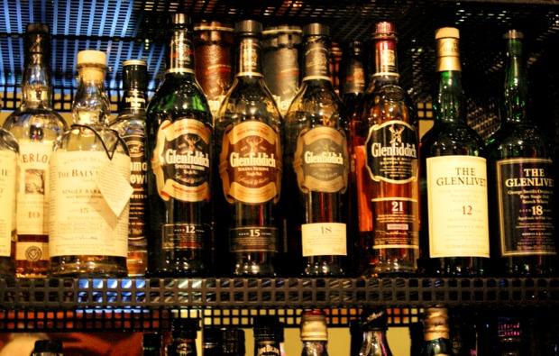 whisky-tasting-muenchen-flaschen