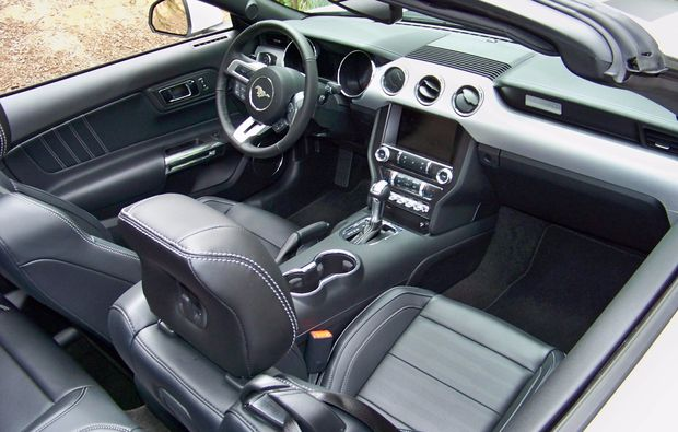 ford-mustang-wochenende-ulm-cockpit