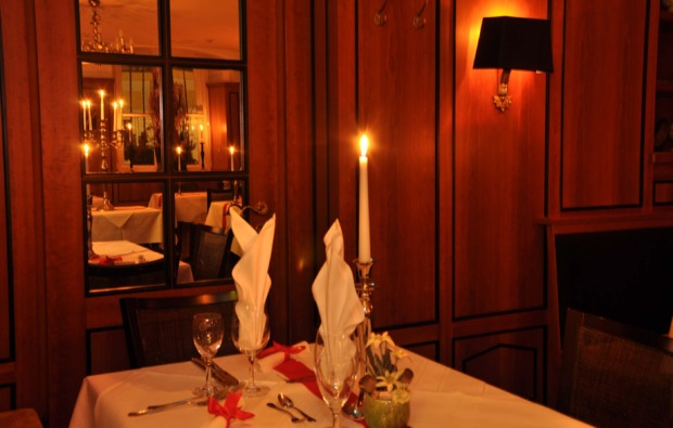 traumtag-fuer-zwei-muenchen-candle-light-dinner