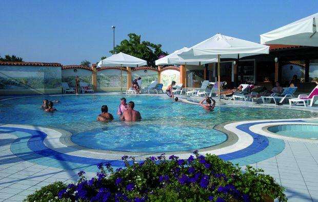 kurzurlaub-am-meer-peroj-pool