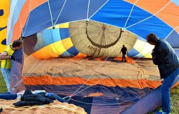 romantische-ballonfahrt-aachen-ballon-aufblasen