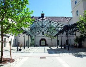 2x2 Übernachtungen inkl. Erlebnis - Hotel Altes Kloster - Hainburg a.d. Donau Hotel Altes Kloster - Indoor-Golfsimulator
