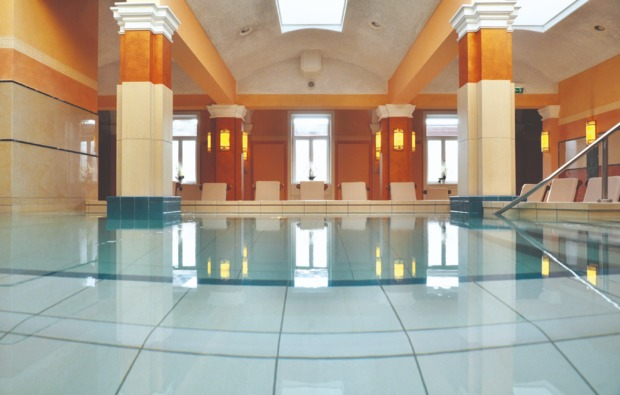 day-spa-therme-bad-homburg-vor-der-hoehe-pool