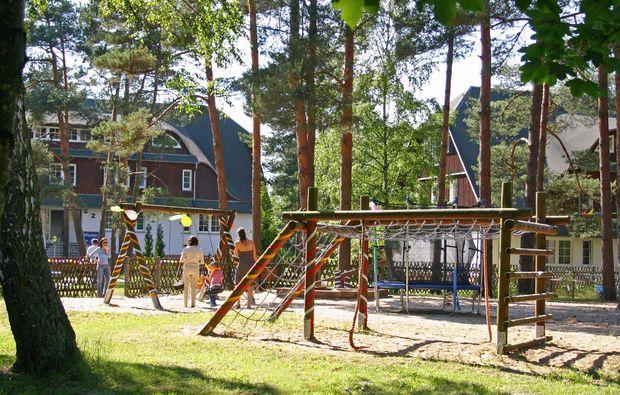 kurzurlaub-am-meer-ostseebad-trassenheide-spielplatz