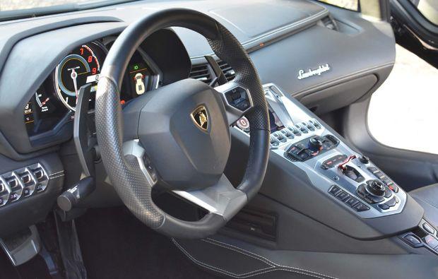 supersportwagen-fahren-jueterbog-aventador-s-cockpit