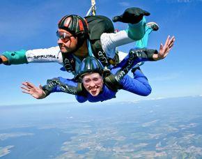 Fallschirm-Tandemsprung Sprung aus ca. 3.000-4.000 Metern - ca. 30-60 Sekunden freier Fall