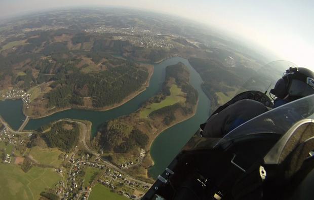 tragschrauber-selbst-fliegen-wuerselen-landschaft
