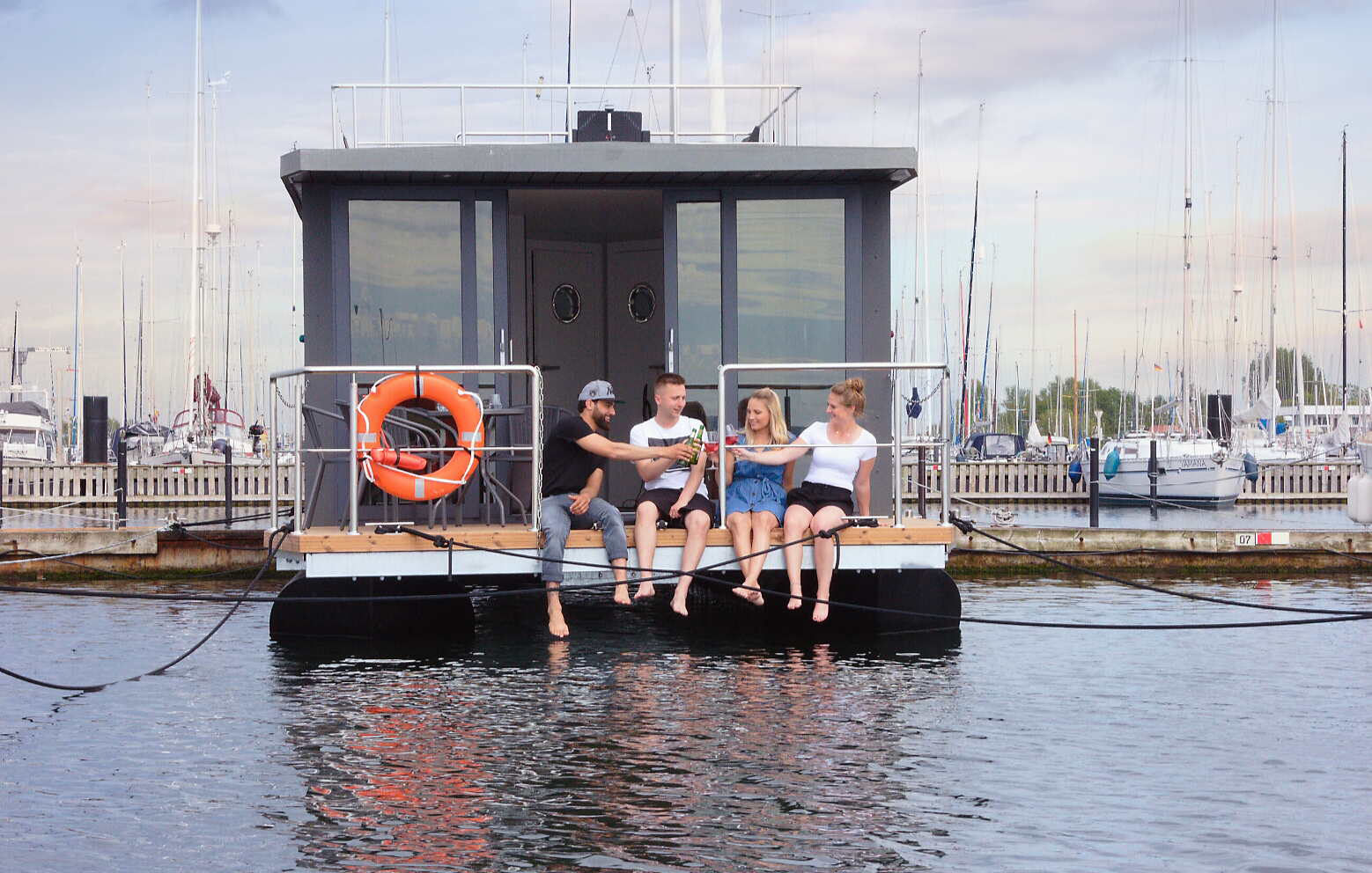 hausboot-kurzulaub-ohne-sauna-5-tage-4-uen-4-personen-bg4
