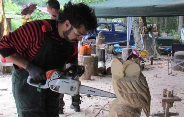 kettensaege-bildhauer-workshop-muegeln-kunstvoll