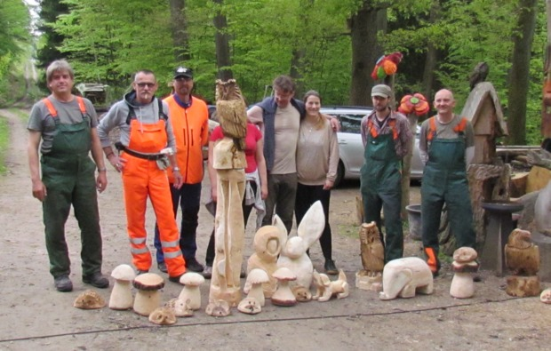 kettensaege-bildhauer-workshop-muegeln-skulpturen