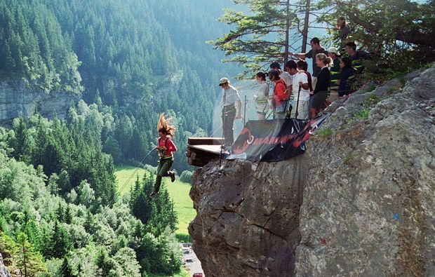 bungee-jumping-grindelwald-action-outdoor