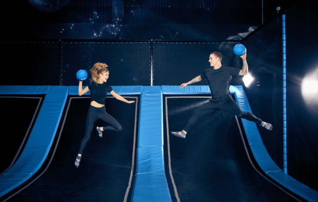 funsport-trampolin-hannover-baelle-werfen