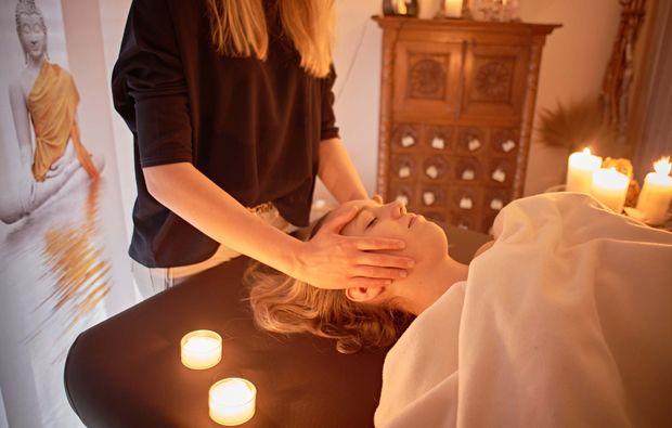 traumtag-zu-zweit-stuttgart-massageliege