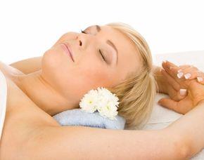 Gesichtsmassage - Kusterdingen Facial Harmony®, Fußmassage - 70 Minuten