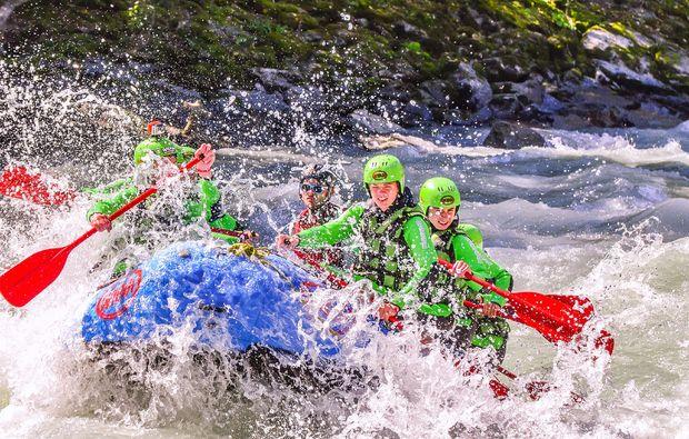 rafting-wochenende-inkl-1-uebernachtung-2-raftingtouren-adrenalin