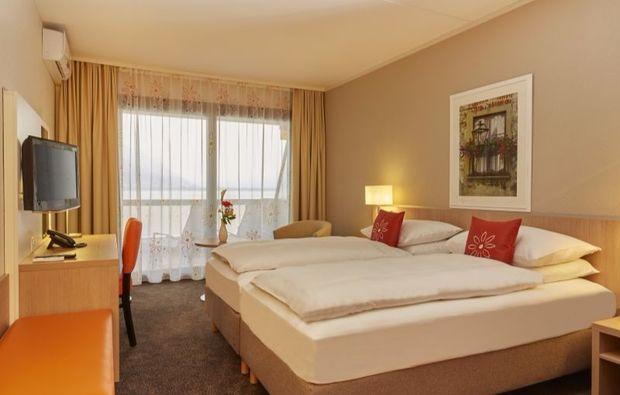 romantikwochenende-locarno-hotelbett