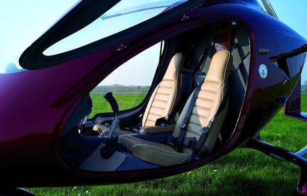 tragschrauber-rundflug-bayreuth-60min-gyrocopter-weinrot-innenausstattung