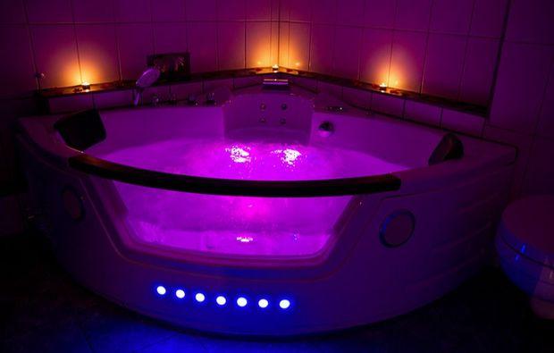 romantikwochenende-rees-am-rhein-whirlpool