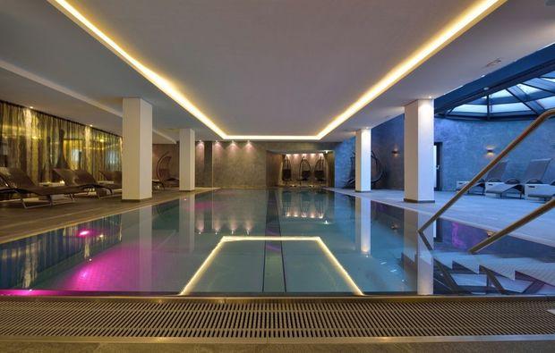 wellness-wochenende-zell-am-see-schwimmbad