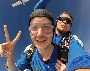 Fallschirm-Tandemsprung - 3.000-4.000 Meter Sprung aus 3.000-4.000 Metern Höhe - ca. 25-50 Sekunden