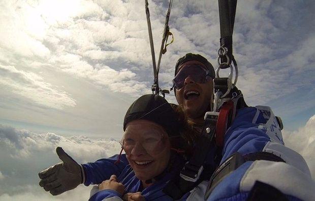 fallschirm-tandemsprung-hasenmoor-fallschirmspringen