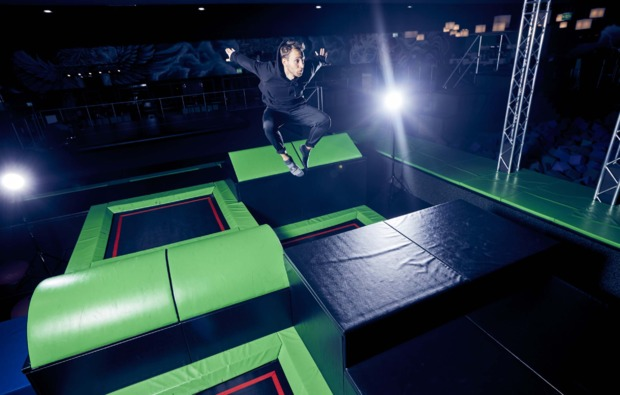 funsport-trampolin-herzogenrath-springen