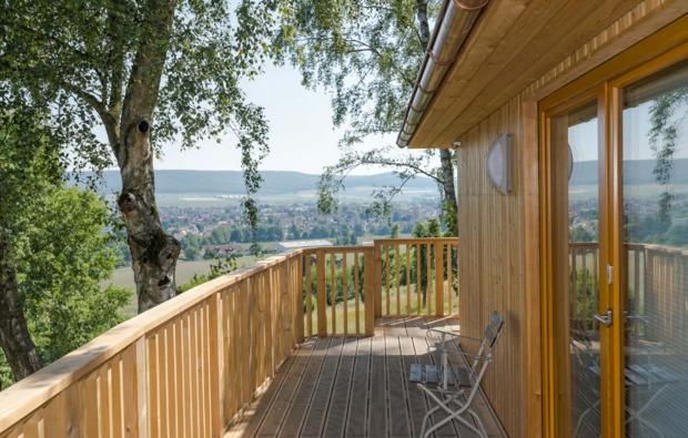 kurztrip-baumhaus-uebernachtung-aerzen-terrasse