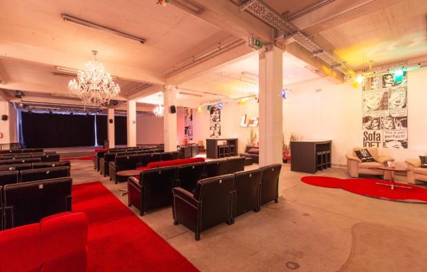 cube-uebernachtung-sofa-loft-hannover-kino