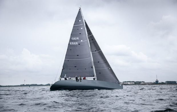 segeltoerns-rostock-warnemuende-boot