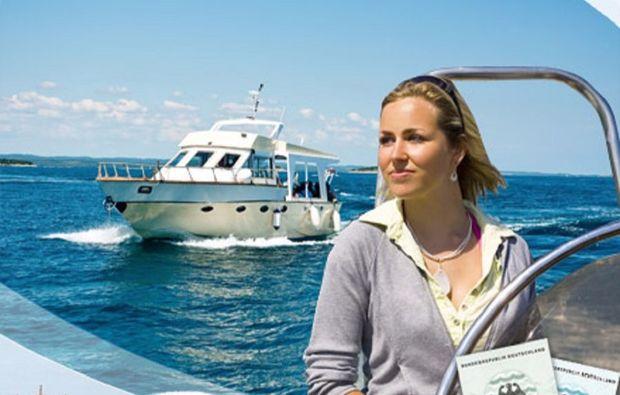 motorboot-fahren-erding-frau1481811335