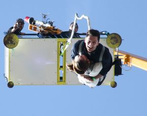Tandem-Bungee Jumping über Wasser - Feststation 70 Meter Tandemsprung für Zwei von einem 70 Meter hohen Kran am Stadthafen