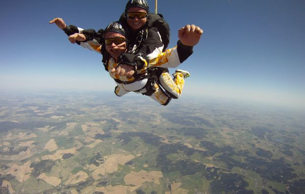 fallschirm-tandemsprung-rothenburg-ob-der-tauber-fall