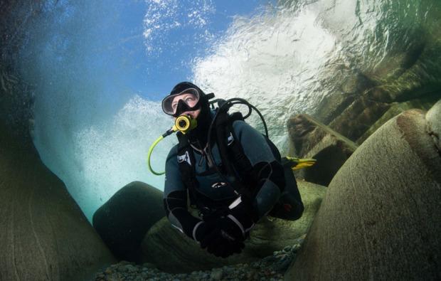 tauch-abenteuer-blindesee-tirol-unterwasser