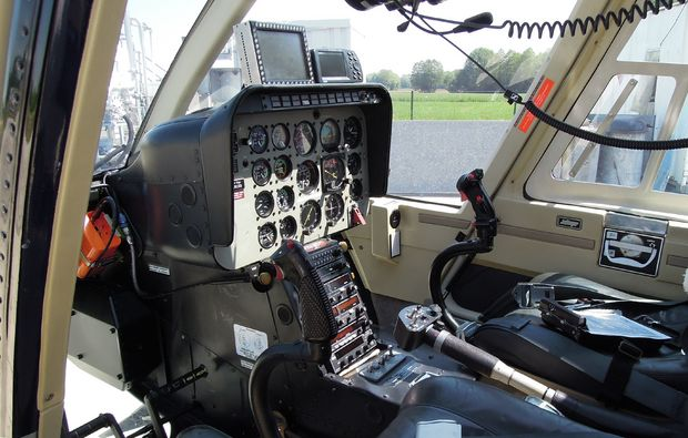 hubschrauber-rundflug-kempten-durach-steuer
