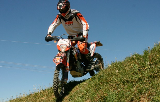 enduro-fahren-fahrsicherheitstraining-hof-action