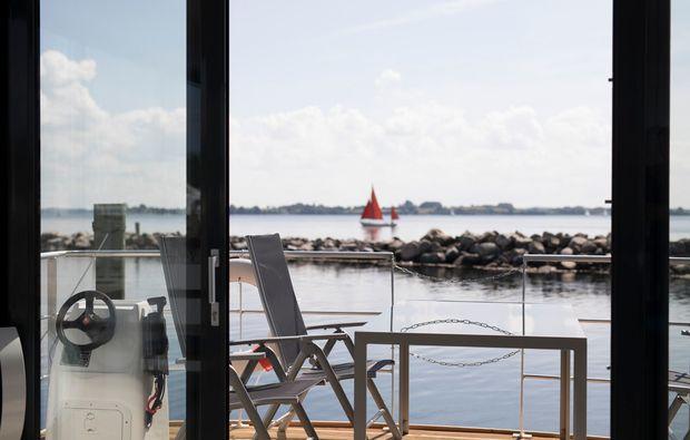 hausboot-uebernachtung-egernsund-terrasse