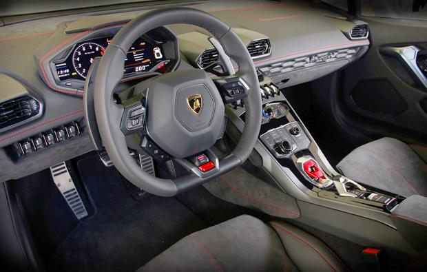 lamborghini-huracan-cockpit
