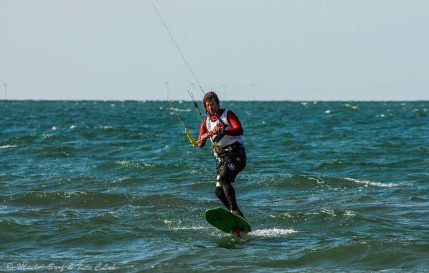 hydrofoil-kiten-zingst-action