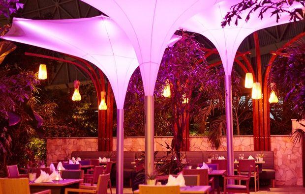 erlebnisreise-berlin-tropical-island-restaurant-garten