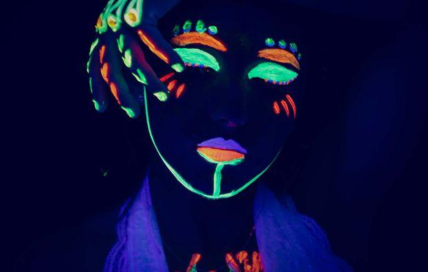bodypainting-fotoshooting-aachen-neon-koerperbemalung
