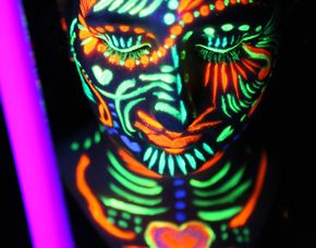 Bodypainting - Neon Fotoshooting - Aquis Plaza - Aachen inkl. Make-Up, 3 Bilder als Pint & digital, ca. 2 Stunden