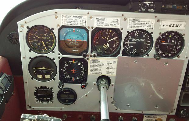 flugzeug-rundflug-nittenau-bruck-90min-fl-rot-cockpit-2